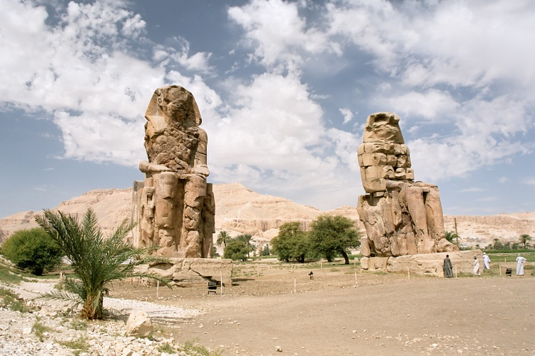 luxor_west_bank_colossi_of_memnon_morning_egypt_oct_2004